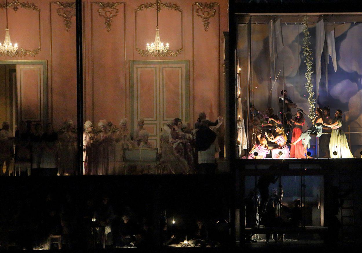 21_Andrea-Chenier-Bühnebild-C-Wilfried-Hösl-Kopie.jpg