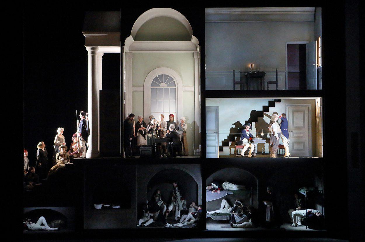 28__Andrea-Chenier-Bühnebild-neu.jpg